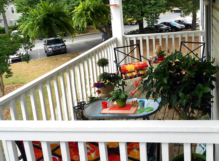 Churchill Commons Apartments in Aiken, SC 29803 beautifully decorated relaxing balcony