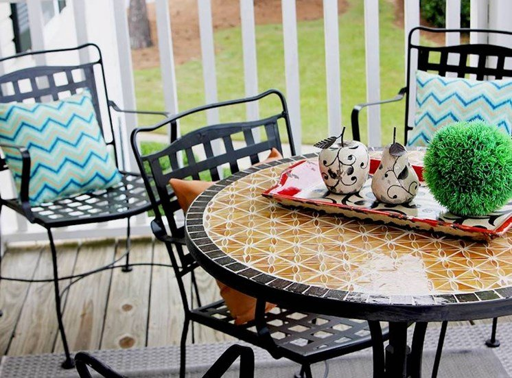Churchill Commons Apartments in Aiken, SC 29803 beautiful patio with furniture