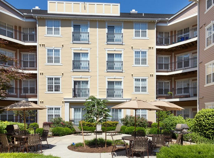 Landscaped resident courtyard at The Alexander at Ghent in Norfolk, VA