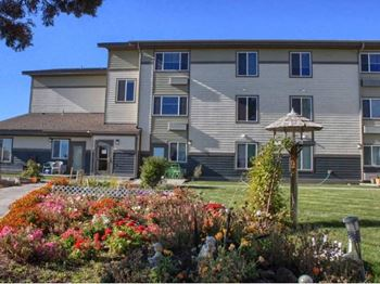1601 SW Reindeer Ave 1 Bed Apartment for Rent Photo Gallery 1