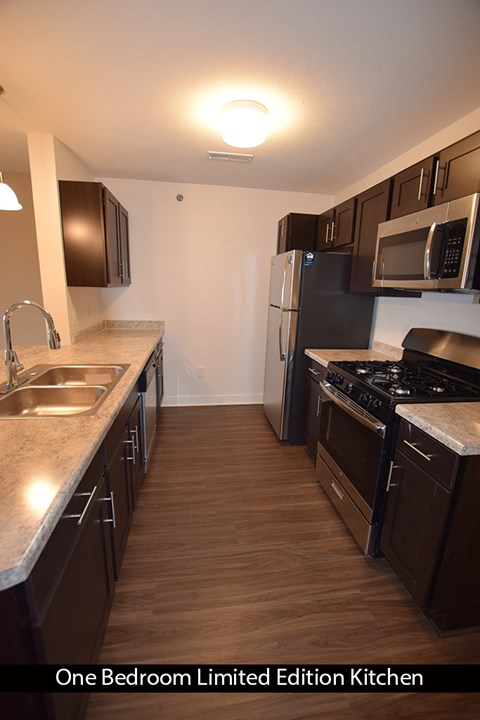Kitchen with New Appliances at Copper Creek Apartment Homes, Maize, KS, 67101