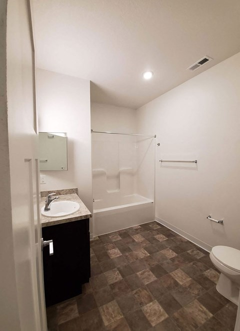 Upgraded Bathroom Fixtures at Strathmore Apartment Homes, Iowa, 50266