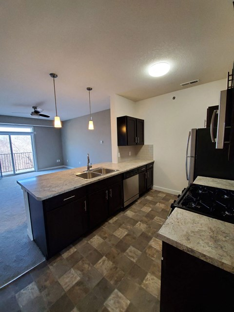 Fully Equipped Kitchen at Strathmore Apartment Homes, Iowa