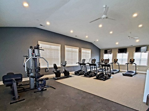 Fitness Center with Modern Equipment at Strathmore Apartment Homes, West Des Moines