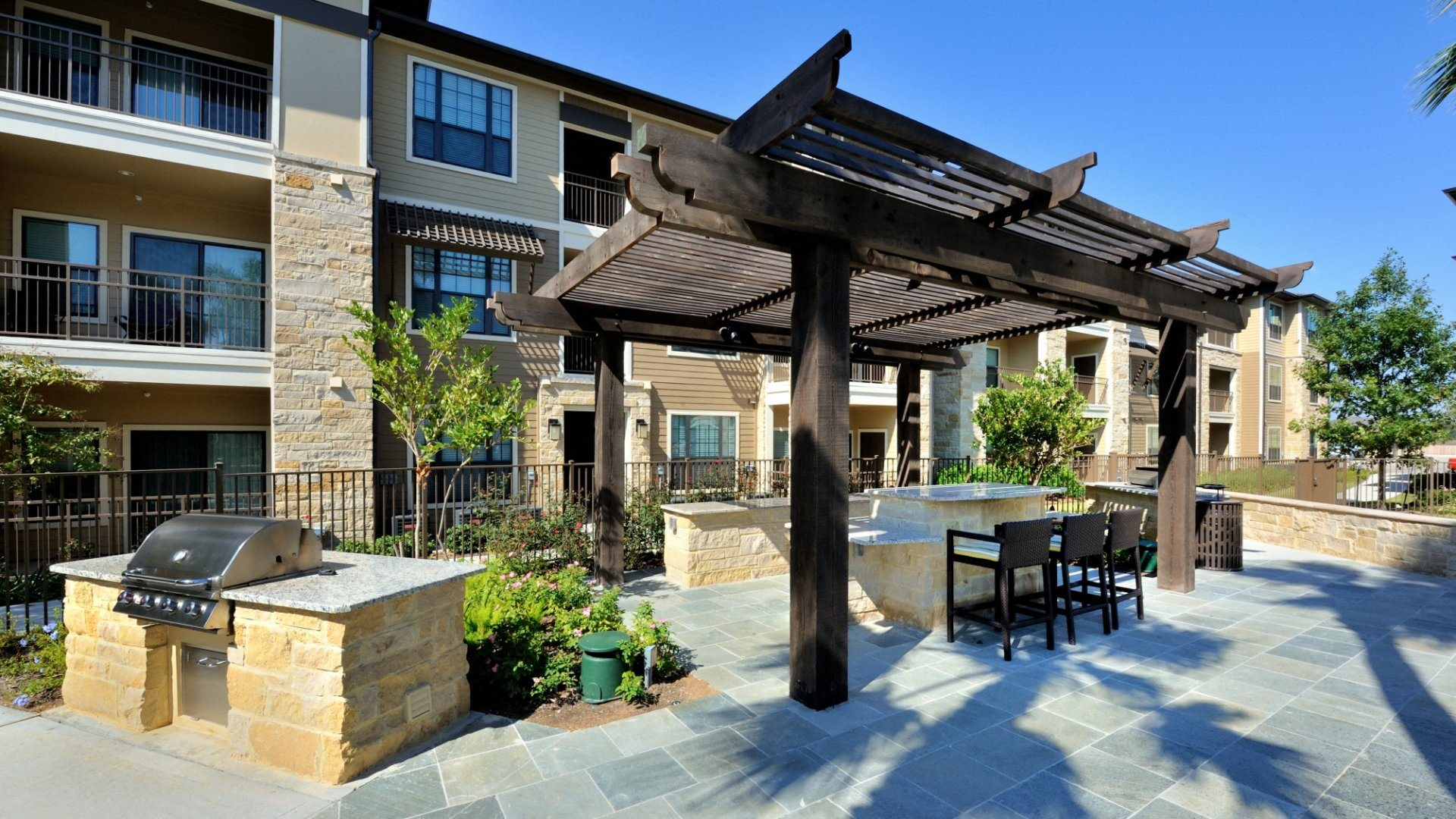 Grilling Station At Broadstone Park West Apartments Houston