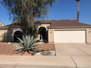 207 S Kenwood Ln 3 Beds House for Rent Photo Gallery 1