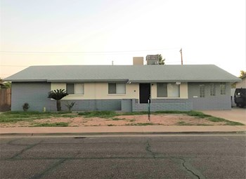 1035 E Millett Ave 3 Beds House for Rent Photo Gallery 1