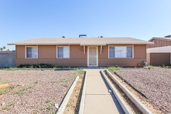 14030 N 48th Ave 3 Beds House for Rent Photo Gallery 1