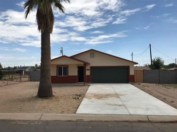 1407 W Cinnabar Ave 4 Beds House for Rent Photo Gallery 1