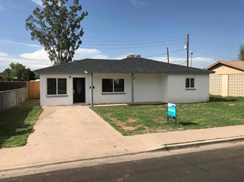 1624 E 2nd St 3 Beds House for Rent Photo Gallery 1