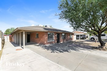 3820 N 23Rd Ave 4 Beds House for Rent Photo Gallery 1