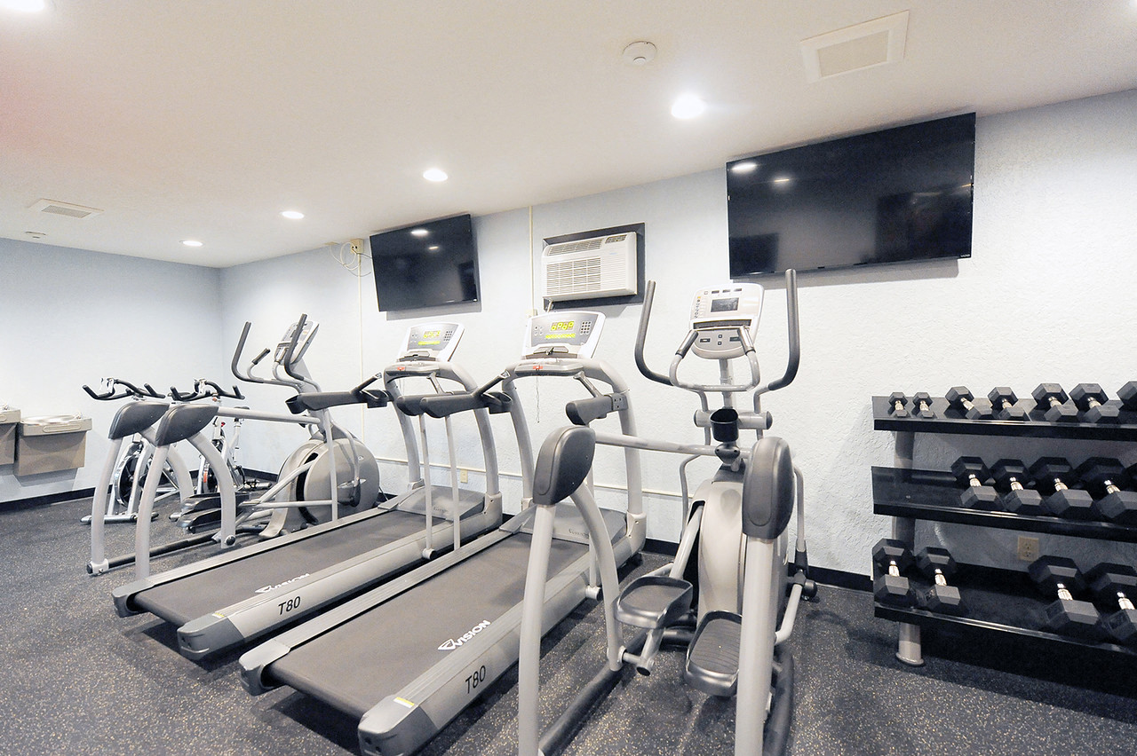 Fitness Center at College Living St Cloud Apartments Saint Cloud MN