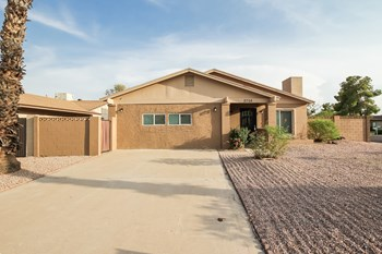 2705 E Dahlia Dr 3 Beds House for Rent Photo Gallery 1