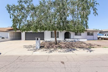 4628 W Vogel Ave 4 Beds House for Rent Photo Gallery 1