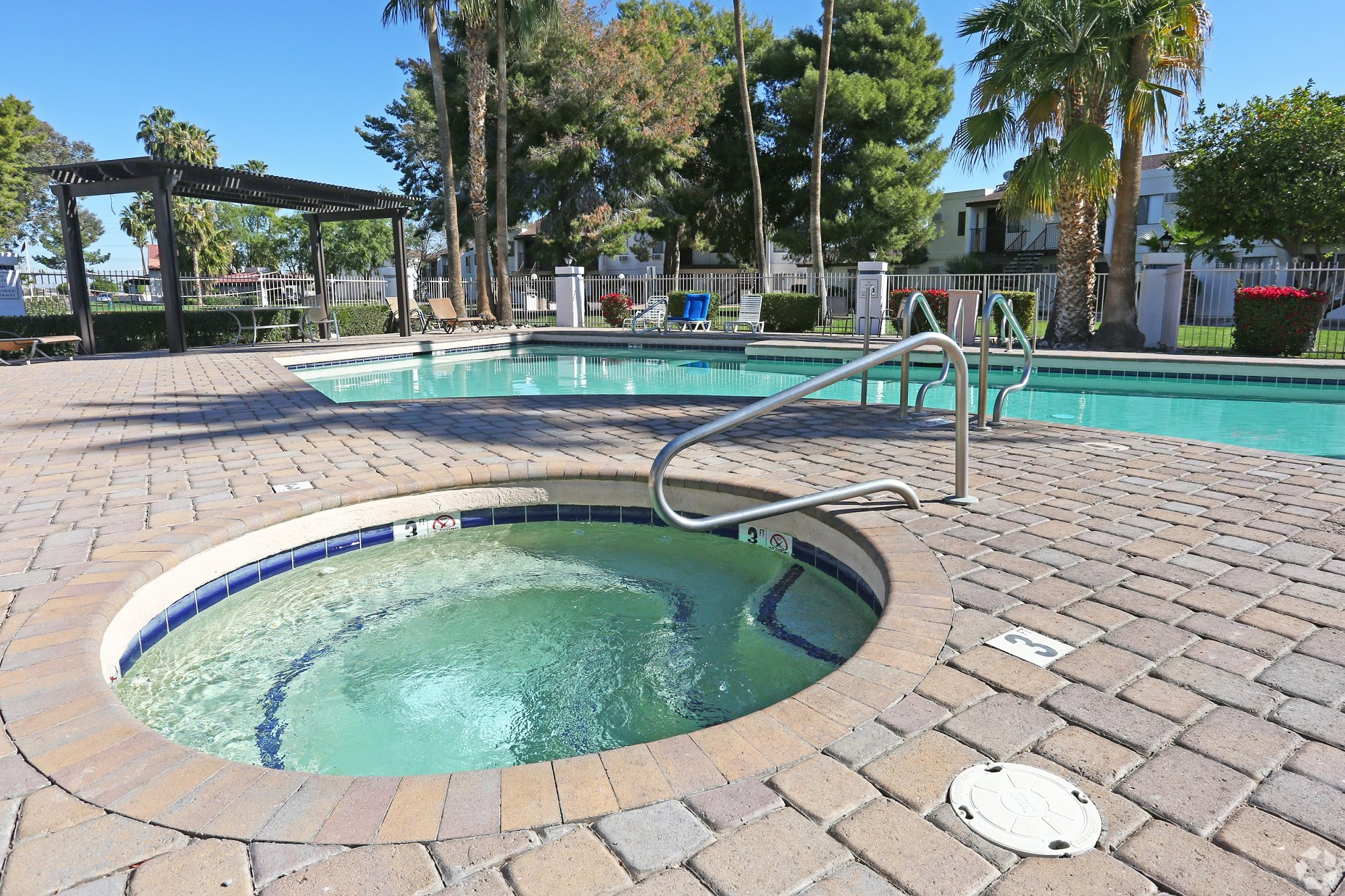 Spa & pool at Desert Gardens Apartments in Tucson, AZ