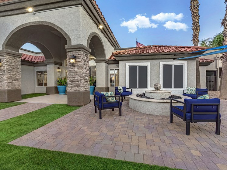Community Patio & Sitting Area at The Springs at Continental Ranch in Tucson, AZ