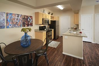 7759 N. Silverbell Road 1 Bed Apartment for Rent Photo Gallery 1
