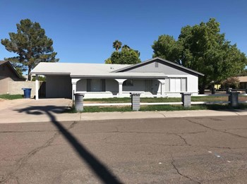 740 E Auburn Dr 3 Beds House for Rent Photo Gallery 1