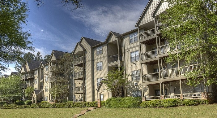 Luxury Apartments in Lithia Springs| Wesley Hampstead Apartments | Gorgeous Landscaping