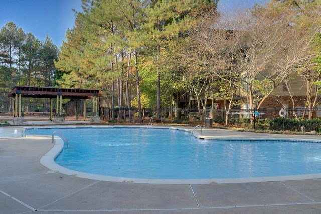 Luxury Apartments in Lithia Springs| Wesley Hampstead Apartments | Sparkling Pool