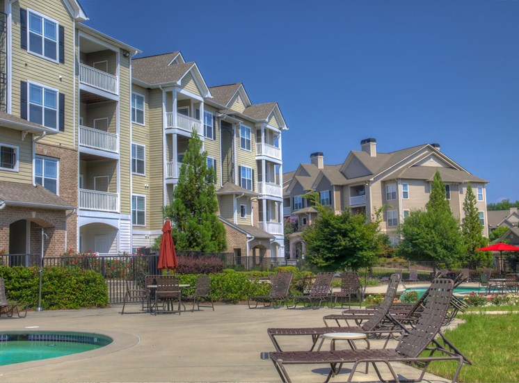 Luxury Apartments in Lithonia| Wesley Kensington Apartments | Enjoy Two Pools