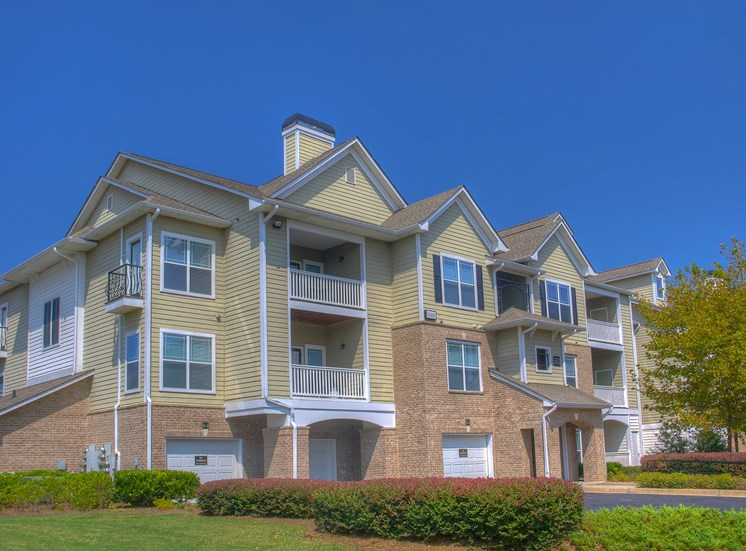 Luxury Apartments in Lithonia| Wesley Kensington Apartments | Garages Available