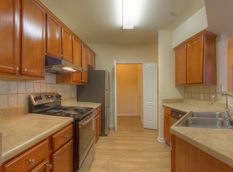 Luxury Apartments in Lithonia| Wesley Kensington Apartments | Oak Cabinets