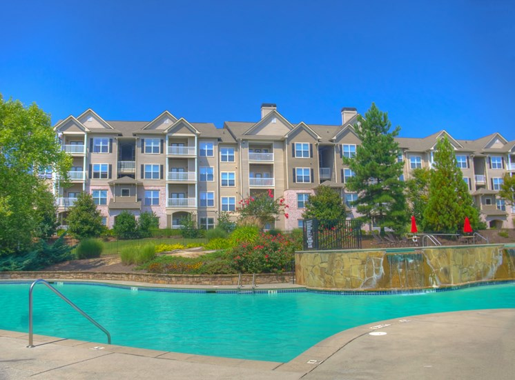 Luxury Apartments in Lithonia| Wesley Kensington Apartments | Sparkling Pool