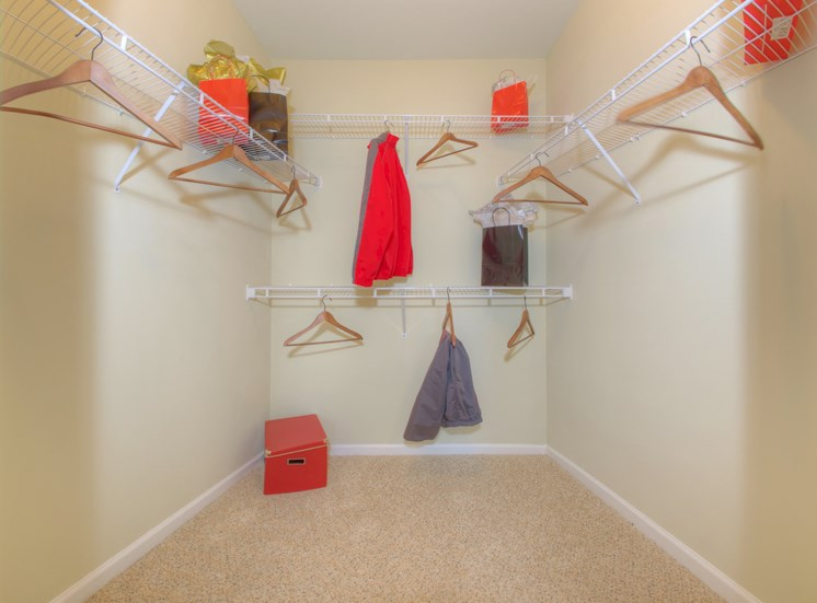 Luxury Apartments in Lithonia| Wesley Kensington Apartments | Walk In Closets