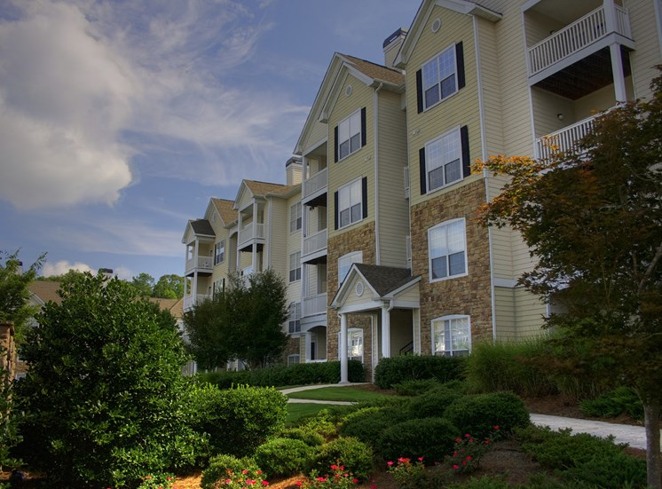 Luxury Apartments in Lithonia| Wesley Stonecrest Apartments | Gorgeous Landscaping