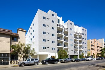 837 S Harvard Boulevard 1-3 Beds Apartment for Rent Photo Gallery 1