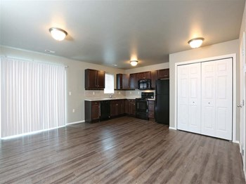 627 Streeter Drive Studio-3 Beds Townhouse for Rent Photo Gallery 1