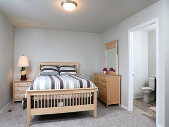5509 S Graystone Avenue 1-3 Beds Apartment for Rent Photo Gallery 1