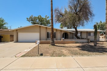 9816 N 34th Lane 3 Beds House for Rent Photo Gallery 1