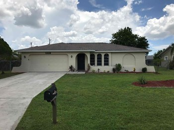 2126 SE 5 Ter 3 Beds House for Rent Photo Gallery 1