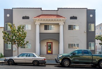 740 S. Carondelet St. Studio Apartment for Rent Photo Gallery 1