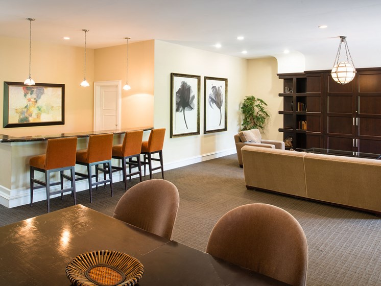 Resident clubhouse lounge area and breakfast bar section at Amberleigh apartments in Fairfax, Virginia 22031