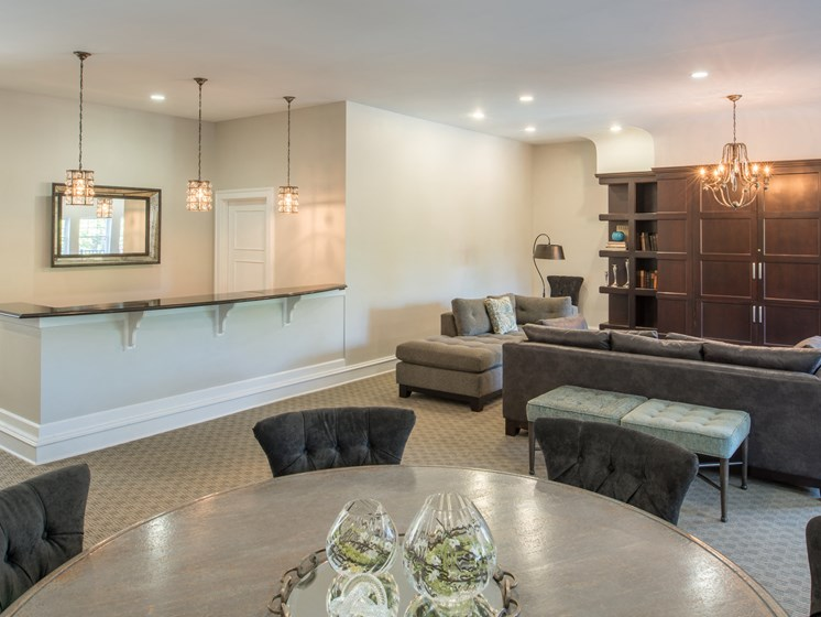 Resident clubhouse with lounge area, dining table, breakfast bar at Amberleigh apartments in Fairfax, Virginia 22031