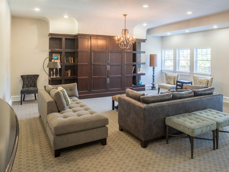 Resident clubhouse with lounge area at Amberleigh apartments in Fairfax, Virginia 22031