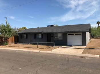 8802 N 12TH St 3 Beds House for Rent Photo Gallery 1