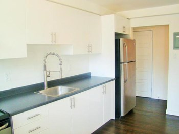 169 Lancaster St W Studio-3 Beds Apartment for Rent Photo Gallery 1