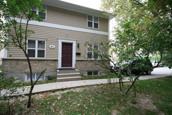 36-42 University Ave E 3 Beds House for Rent Photo Gallery 1