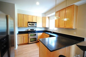 5402 Delmar 3 Beds Townhouse for Rent Photo Gallery 1