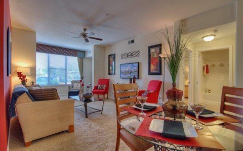 Vue Park West Apartments Dining & Living room