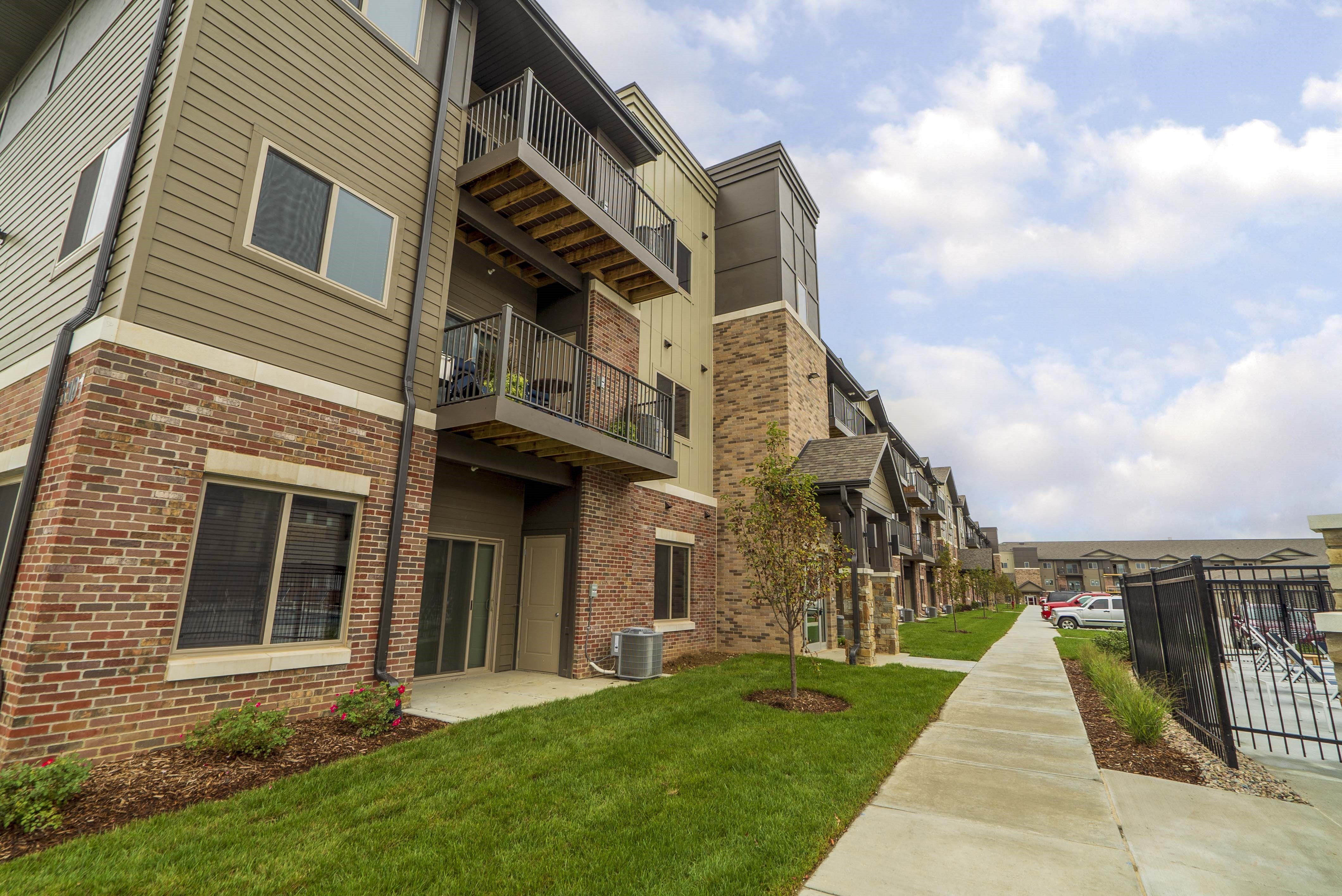 Exterior - WH Flats new luxury apartments in south Lincoln NE 68516