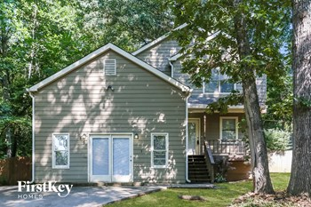 585 Lake Dr 4 Beds House for Rent Photo Gallery 1