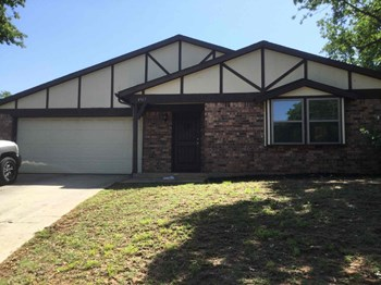 4817 Crest Dr 4 Beds House for Rent Photo Gallery 1