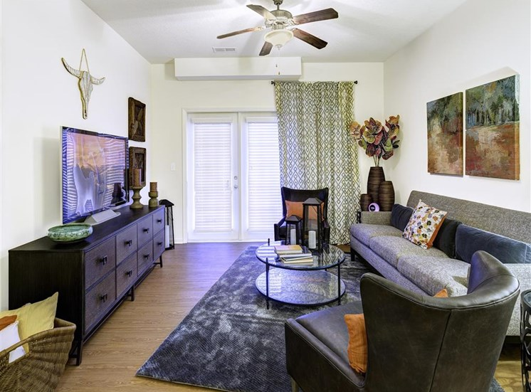 Louisville Kentucky Apartments-Springhouse Apartments Living Room