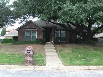 4732 Lennon Ave 4 Beds House for Rent Photo Gallery 1