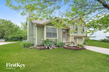 517 SE Onyx Dr 3 Beds House for Rent Photo Gallery 1